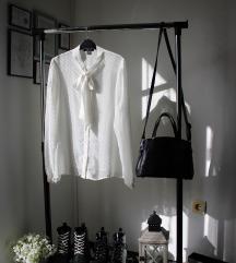 Bela košuljica sa mašnom NewYorker