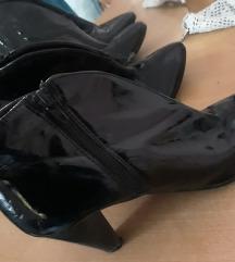 Elegantne cipele stikle