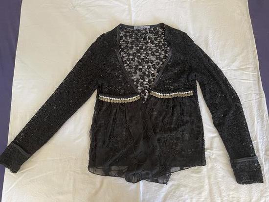 Crna jaknica/džemperić od čipke