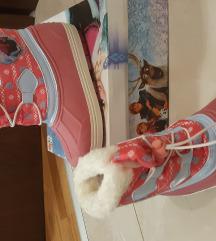 Nove frozen cizme 28
