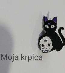 Mačka sa lobanjom broš