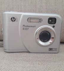 Digitalni fotoaparat + punjac za baterije