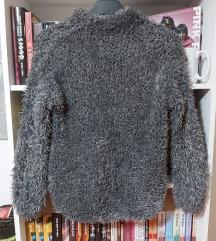 Sivi čupavi džemper