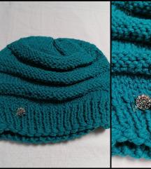 Plava kapa sa simpaticnim detaljem NOVO