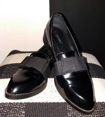 Lakovane cipelice sa mašnom