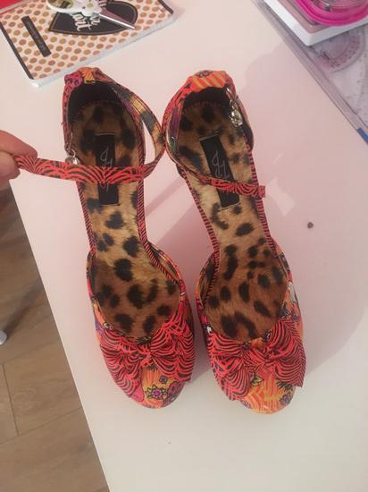 Nove sandala cipela