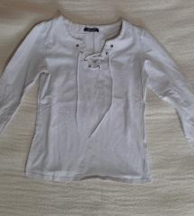Bela majica na pertlanje