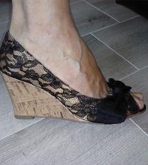 TOTALNO SNIZENJE Cipele od cipke platforma