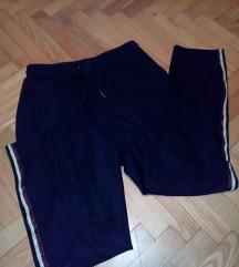 Bela majica krop top + crne pantalone s,m