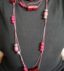 Crvena ogrlica sa perlama
