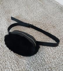 Stradivarius torbica oko struka