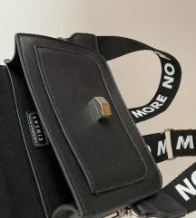 Crna torbica na rame