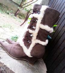 Nove cizme od antilopa  br. 38