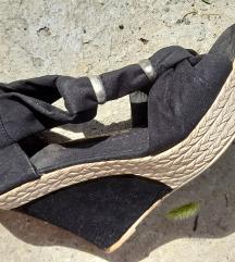 *Sandale*