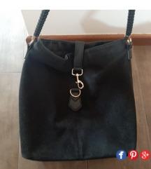 H&M crna torba, prevrnuta prava koza