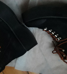 SNIZENJE 1800---Cipele br 38/38.5