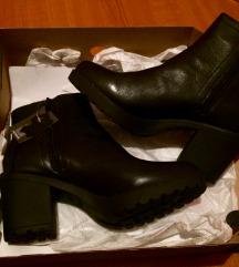 Nove kozne cizme SNIZENE 4000 din