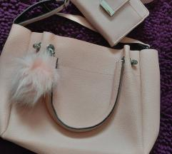 Roze torba sa pufnom i nov novčanik