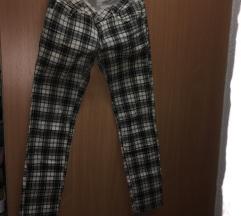 Karirane pantalone velicina 30
