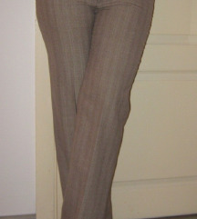 Krem poslovne pantalone-moze razmena!