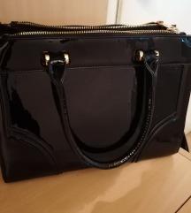 Crna lakirana torba 1200 din
