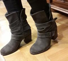 AKIRA kozne sive cizme kao nove