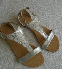 Bestelle srebrne sandale