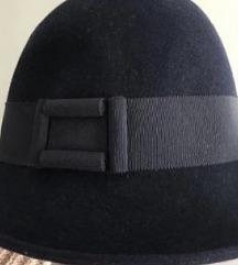 Teget šešir kao nov