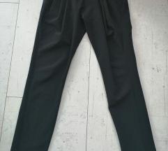 Crne duboke pantalone