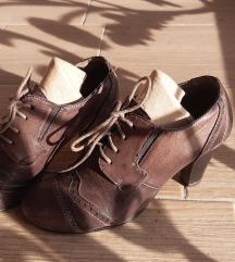 sive cipele na štiklu