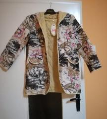 Prolećni mantilić sa kapuljačom koja se ne skida