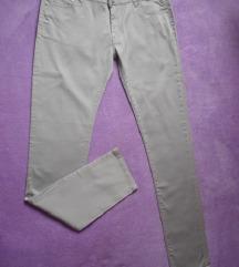 Nove sive pantalone/farmerke