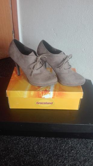 Novogodisnje snizenje cipele samo 900 din.