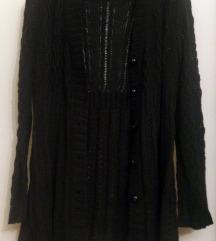 Crni duži džemper