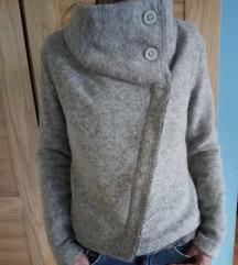 Vunena jakna S odlicna