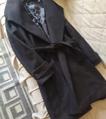 Crni kaput na preklop
