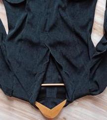 Plisana haljina sa izrezom i dzepovima
