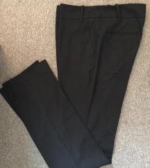 Crne Benetton pantalone na ivicu i sa manžetnom