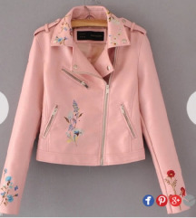 Prelepa puder roze jakna 💗