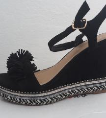 Sandale na platformu kao nove