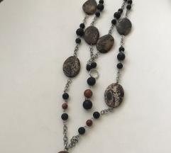 Dugacka ogrlica od vulkanskog kamena