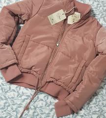 Nova jakna sa etiketom