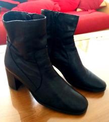 Zara kožne cipele čizme poluduboke crne 38
