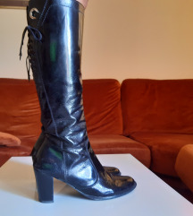 Lakovane duboke cizme