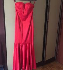 crvena satenska haljina