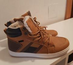 Nove cizme patike tople