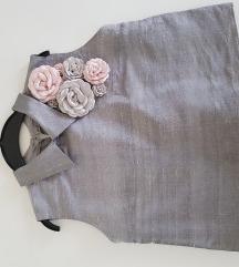 Siva majica sa cvetovima