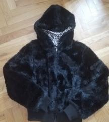 Kratka crna bunda s kapuljacom