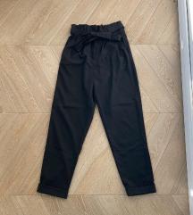 Crne paperbag waist pantalone