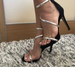 Srebrno crne sandale na stiklu